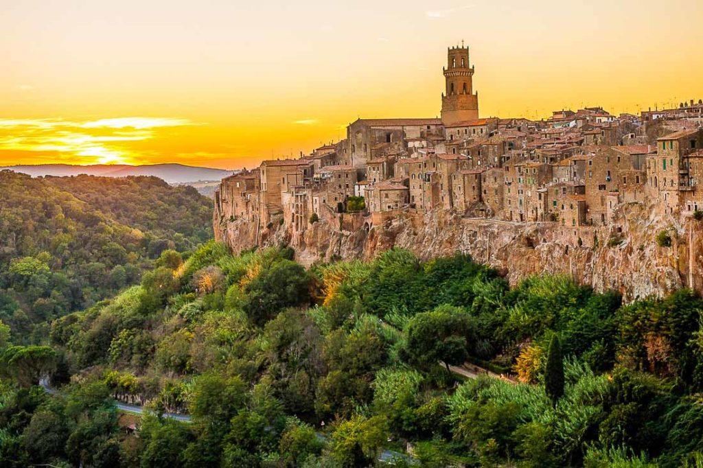 Borghi e paesi medievali in toscana: idee per un weekend romantico